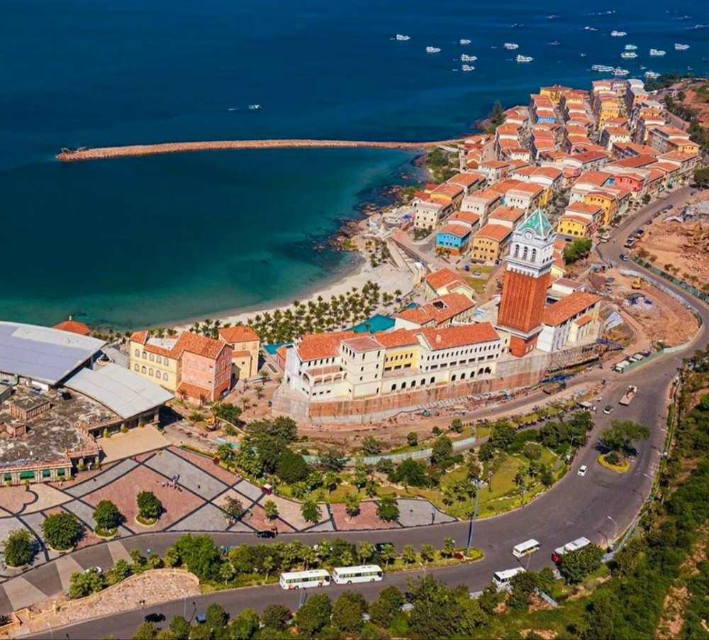 Central Village Địa Trung Hải